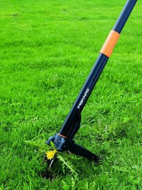 manual-weed-removal-methods-fiskars